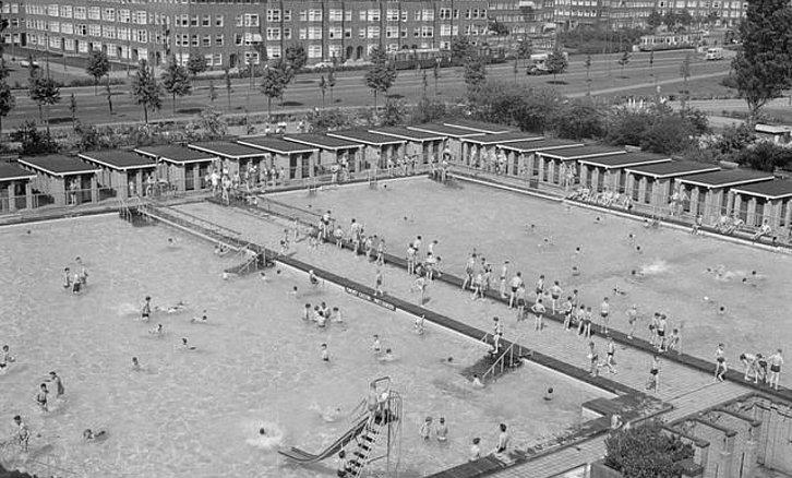 Zwembad amsterdam jaartal: 1960 tot 1970 fotos serc