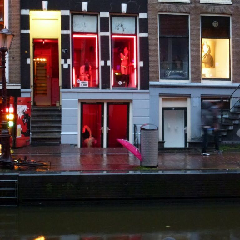 amsterdam red light district map with Amsterdam 25762 on Photos also Photos together with Madame Tussauds Amsterdam furthermore winston also Jordaan Quarter.