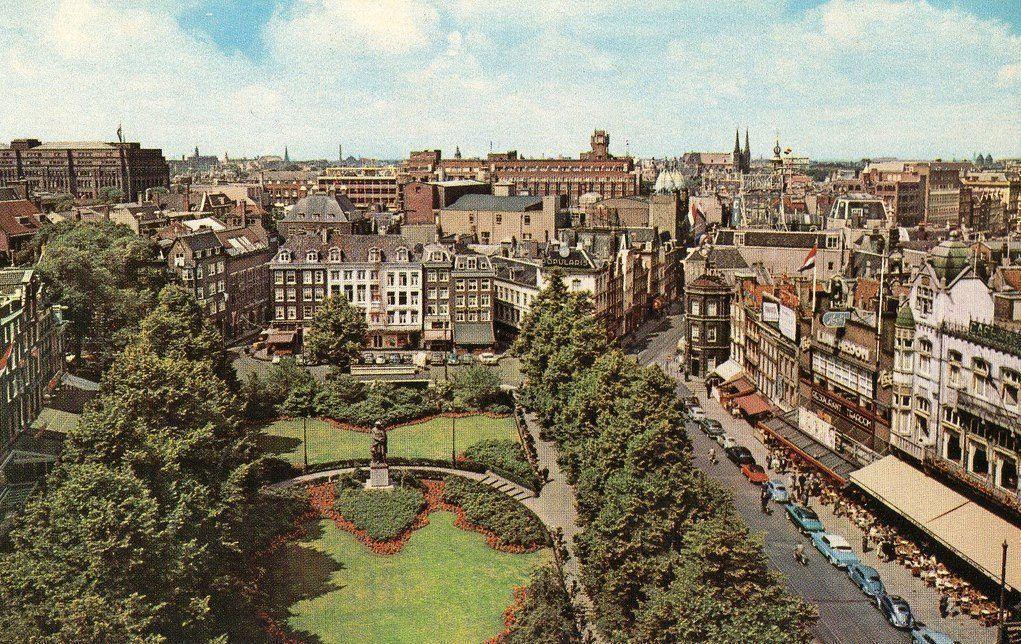 Rembrandtplein Amsterdam (jaartal: 1950 tot 1960) - Foto's SERC: http://fotos.serc.nl/noord-holland/amsterdam/amsterdam-15294/